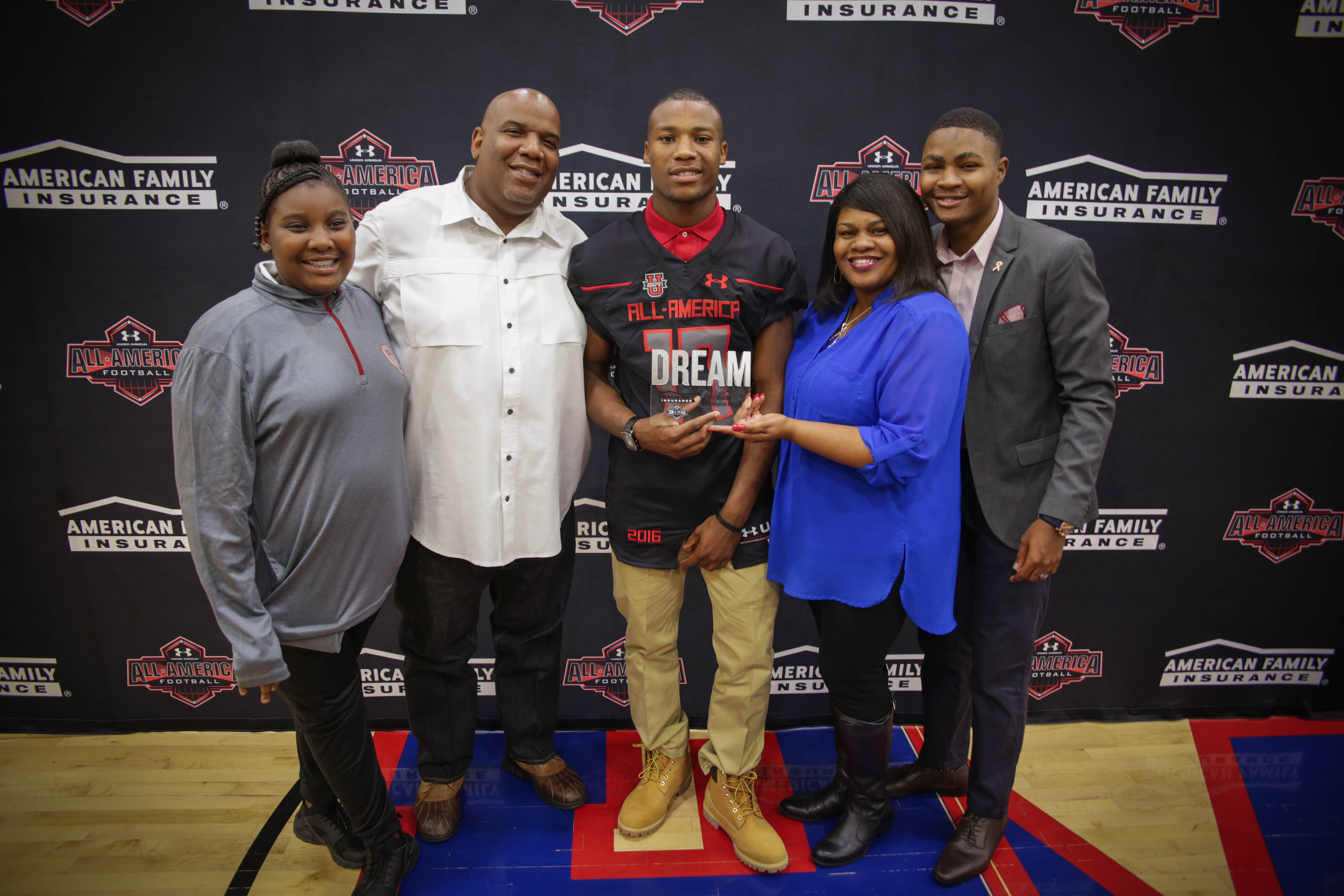 Justin presented his parents, Mitch and Tiffany Broiles, with the Dream Champion Award. (Photo: Intersport)