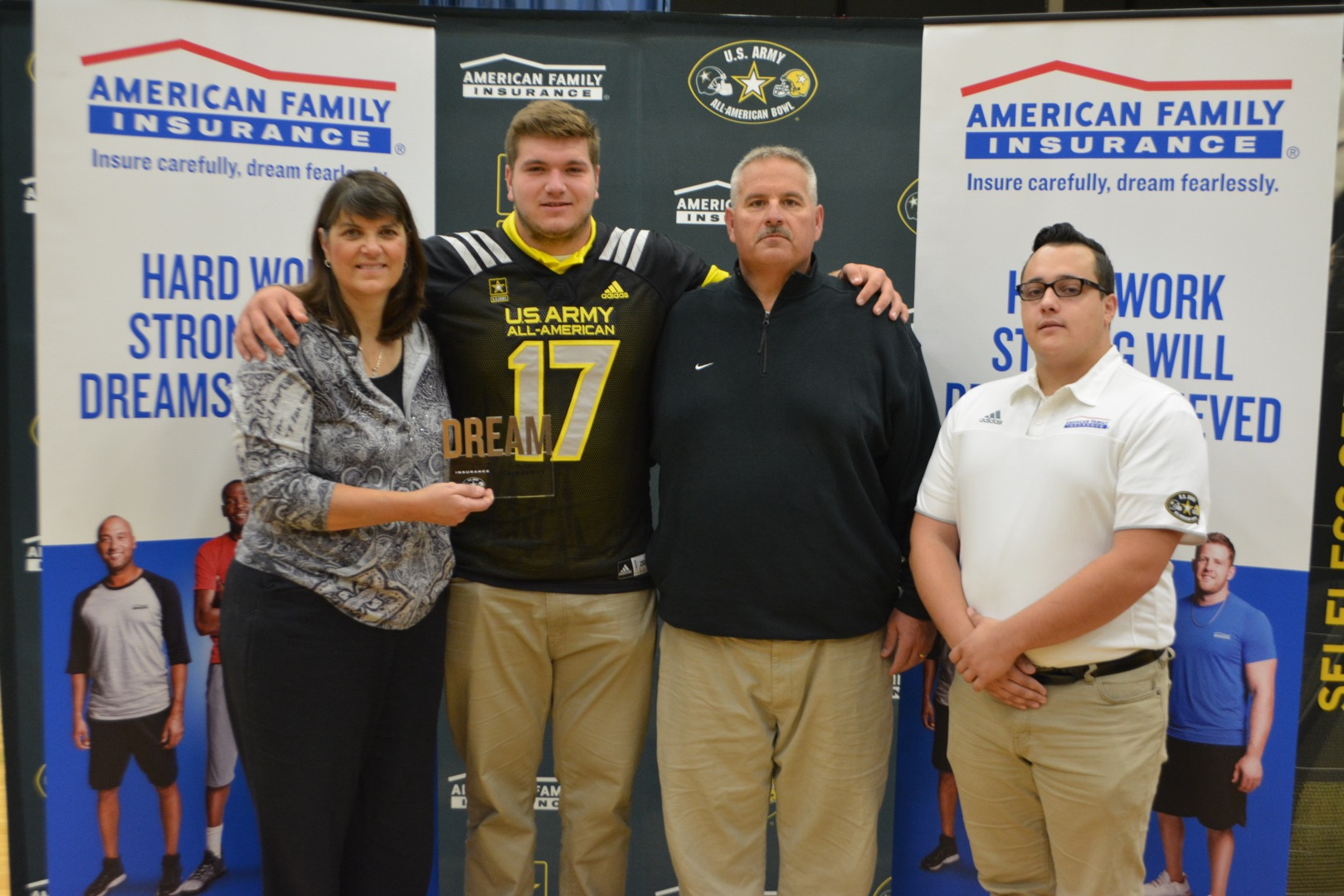 Josh Myers presents his parents with his Dream Champion award (Photo: Army All-American Bowl)