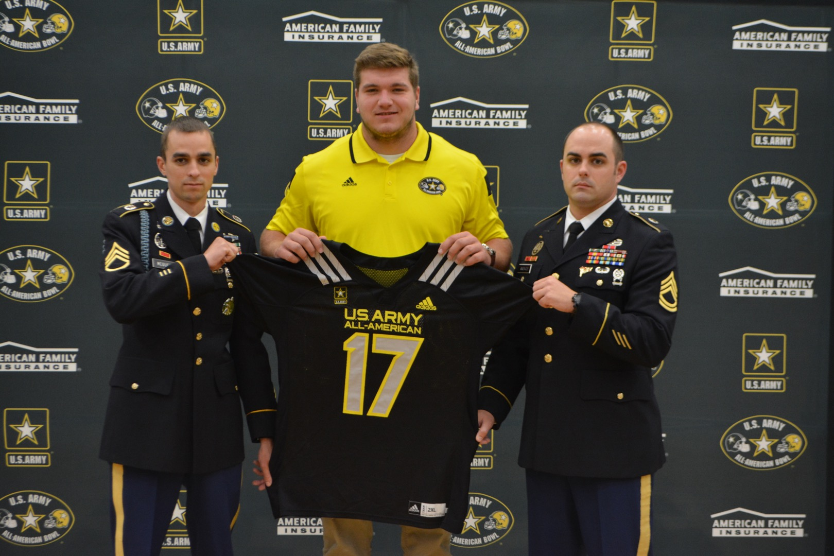 Josh Myers receives his Army All-American Bowl jersey (Photo: Army All-American Bowl)