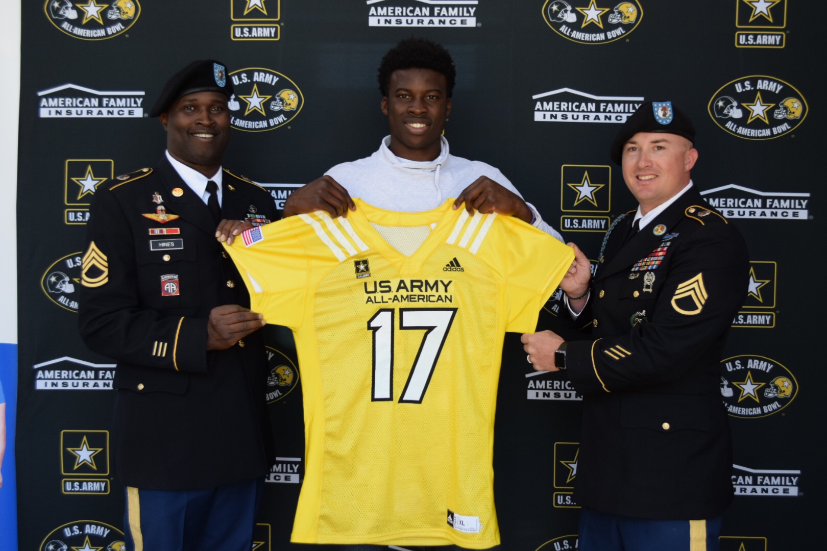 Ariel Ngata receives his U.S. Army All-American Bowl jersey (Photo: Army All-American Bowl)