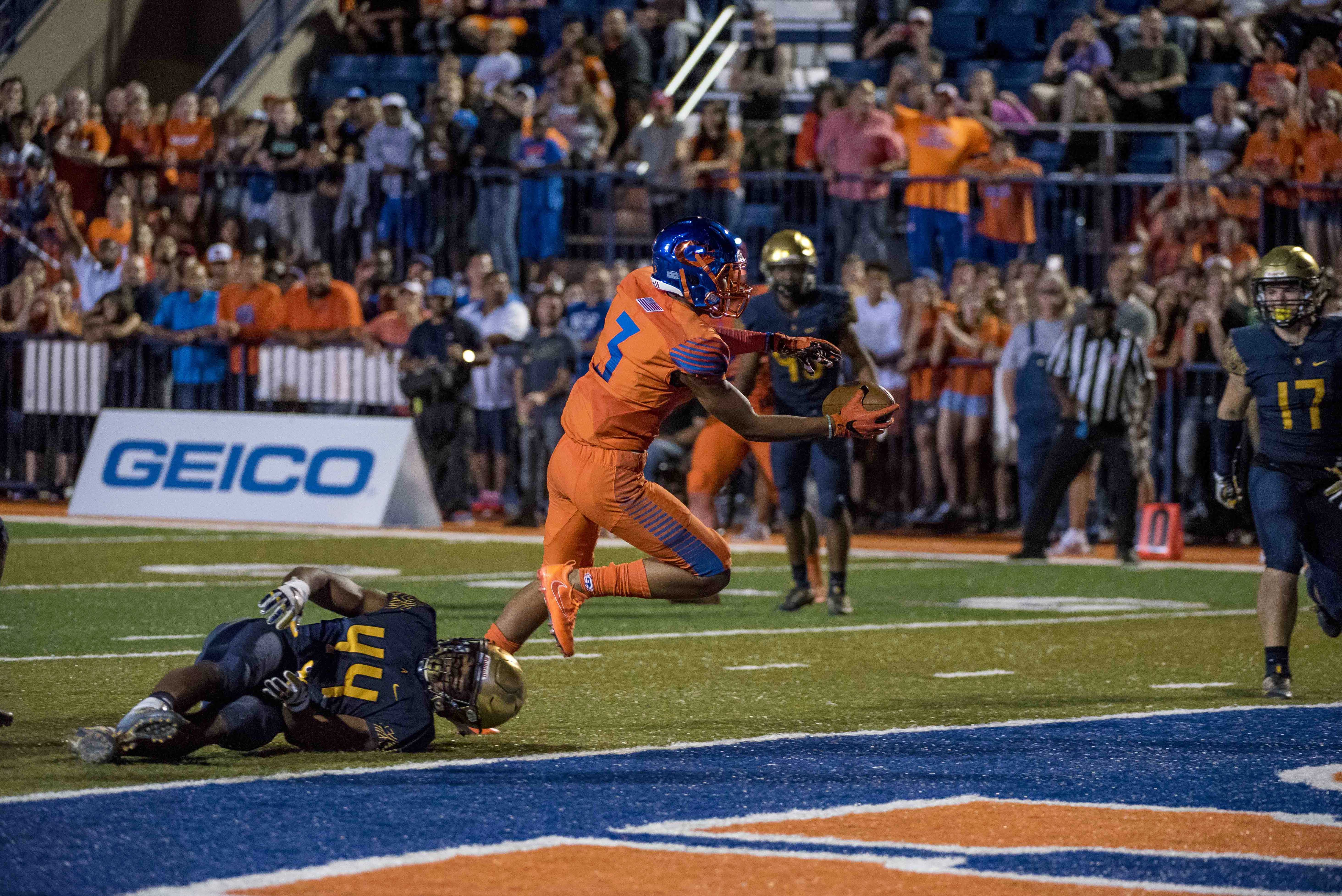 Sep 30, 2016; Las Vegas , NV, USA; Bishop Gorman Gaels player Jalen Nailor (3) runs the ball into the end zone against the St. Thomas Aquinas Raiders during the overtime at Fertitta Field. Bishop Gorman won 25-24 in overtime. Mandatory Credit: Joshua Dahl-USA TODAY Sports ORG XMIT: USATSI-326694 ORIG FILE ID: 20160930_gma_db9_340.jpg