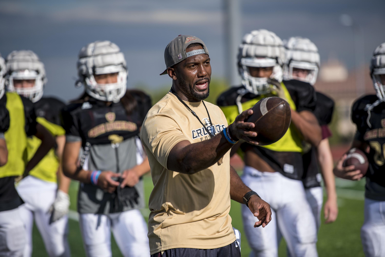 Former NFL player Vernon Fox is coach at Faith Lutheran in Las Vegas (Photo: Joshua Dahl, USA TODAY Sports)