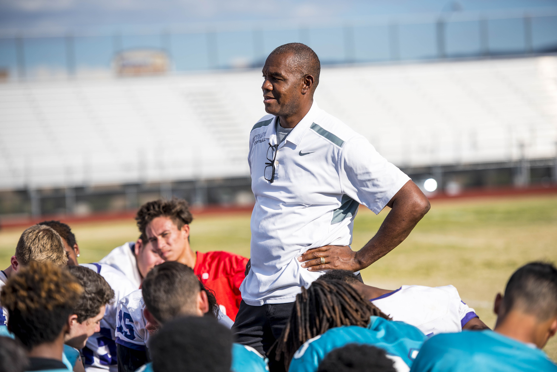 Former NFL quarterback Randall Cunningham speaks to his team at Silverado High in Las Vegas (Photo: Joshua Dahl, USA TODAY Sports)