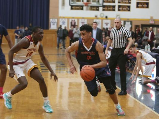Jordan Tucker drives to the basket during Stepinac's CHSAA playoff game against Cardinal Hayes at Mount St. Michael High School in the Bronx. (Photo: Frank Becerra Jr./The Journal News)