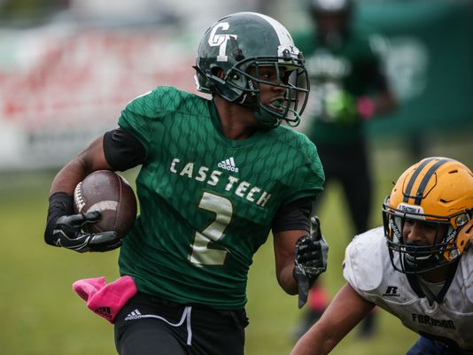 Cass Tech's (2) Donovan Johnson runs the ball to scores a touchdown during Cass Tech's 35-7 win over Dearborn Fordson Saturday in Detroit. (Photo: Salwan Georges, Detroit Free Press)