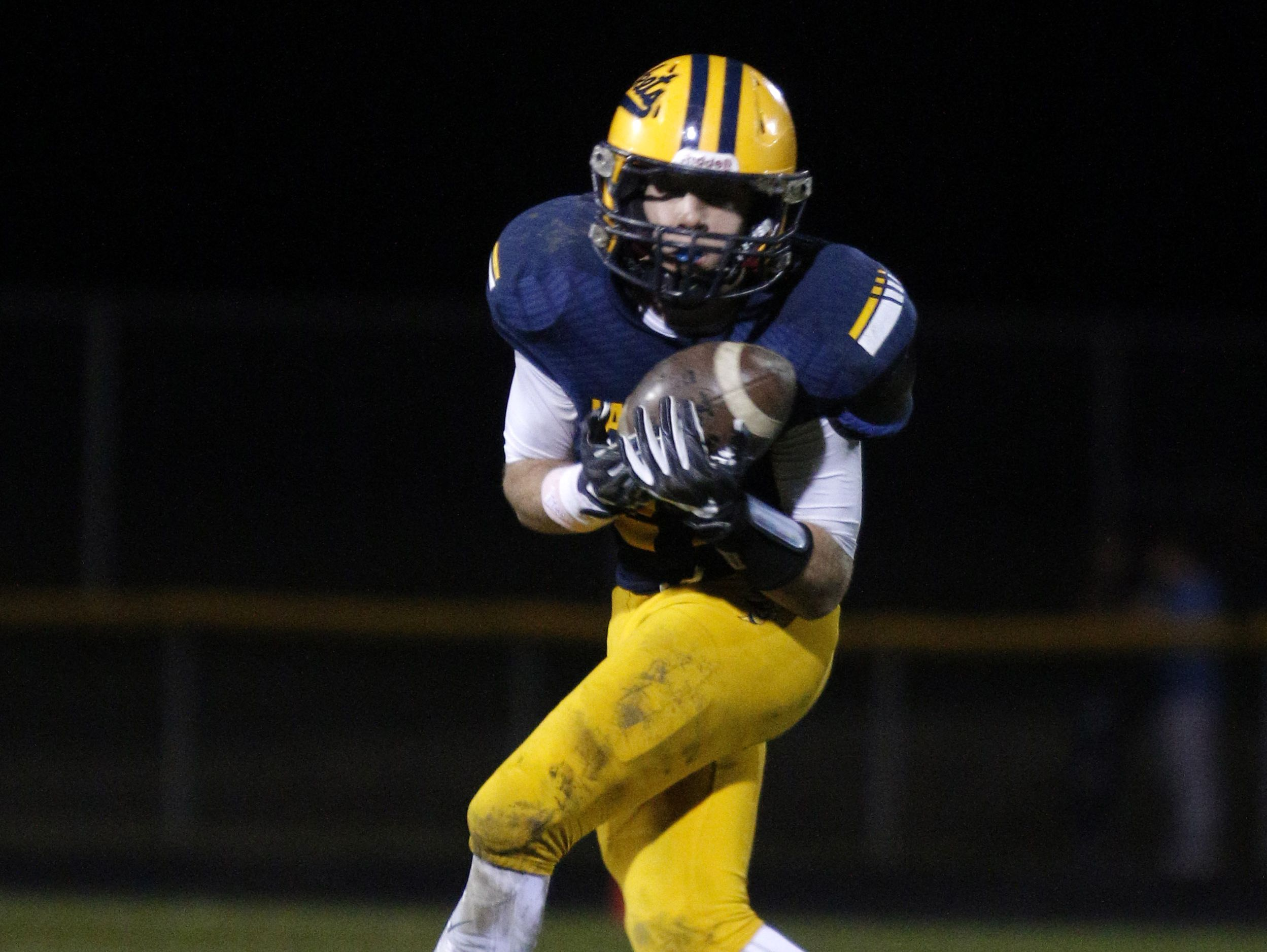Devin Barnes and No. 2-ranked Ithaca host No. 9 Muskegon Oakridge in a Division 5 district final Saturday.