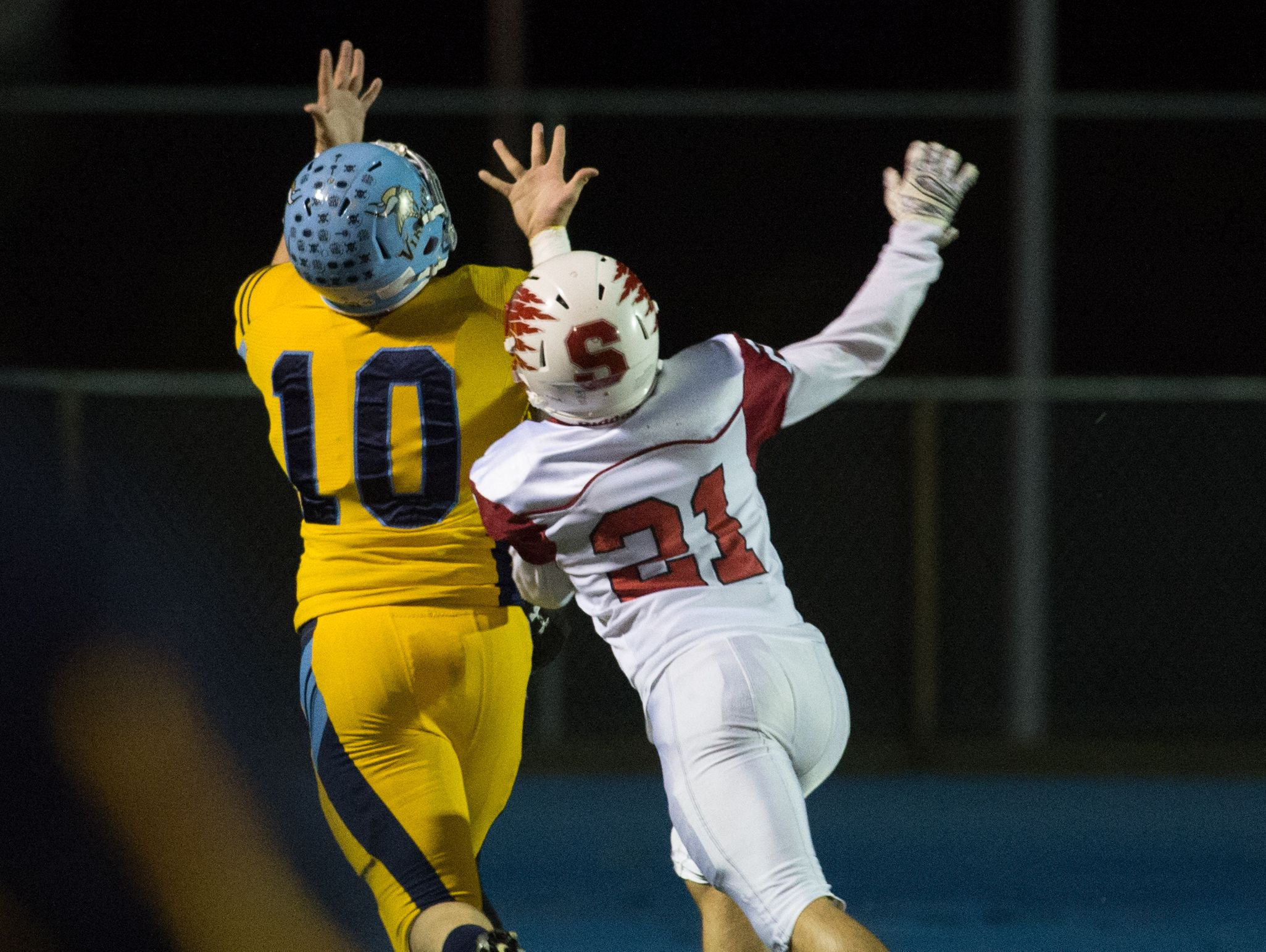 Cape Henlopen's Zachary Dale (10) catches a touchdown pass in the first quarter against Smyrna to make the score 6-0.