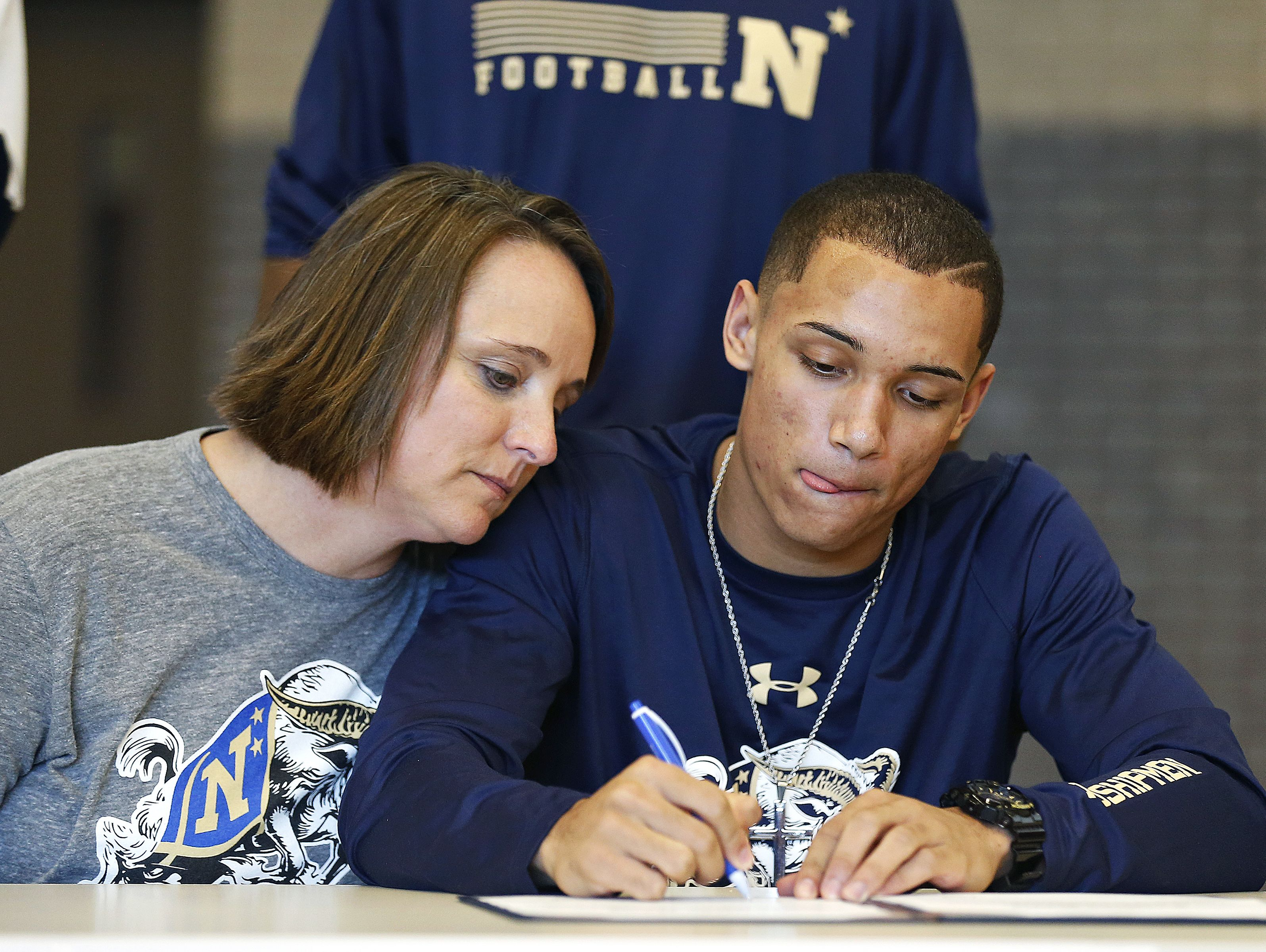 Cameron Davis signs a national letter of intent to the Naval Academy during a National Signing Day event held for Chiefs athletes at Kickapoo High School in Springfield, Mo. on Nov. 9, 2016.