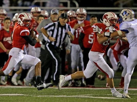 D.J. Stewart of Kimberly follows the block of Mason Bartol against Appleton West's Blake Pahlow (Photo: Ron Page/USA TODAY NETWORK-Wisconsin)