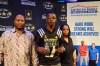 D.J. Matthews presented Nasha Robinson and Dakar Matthews with the Dream Champion Award. (Photo: AAG)