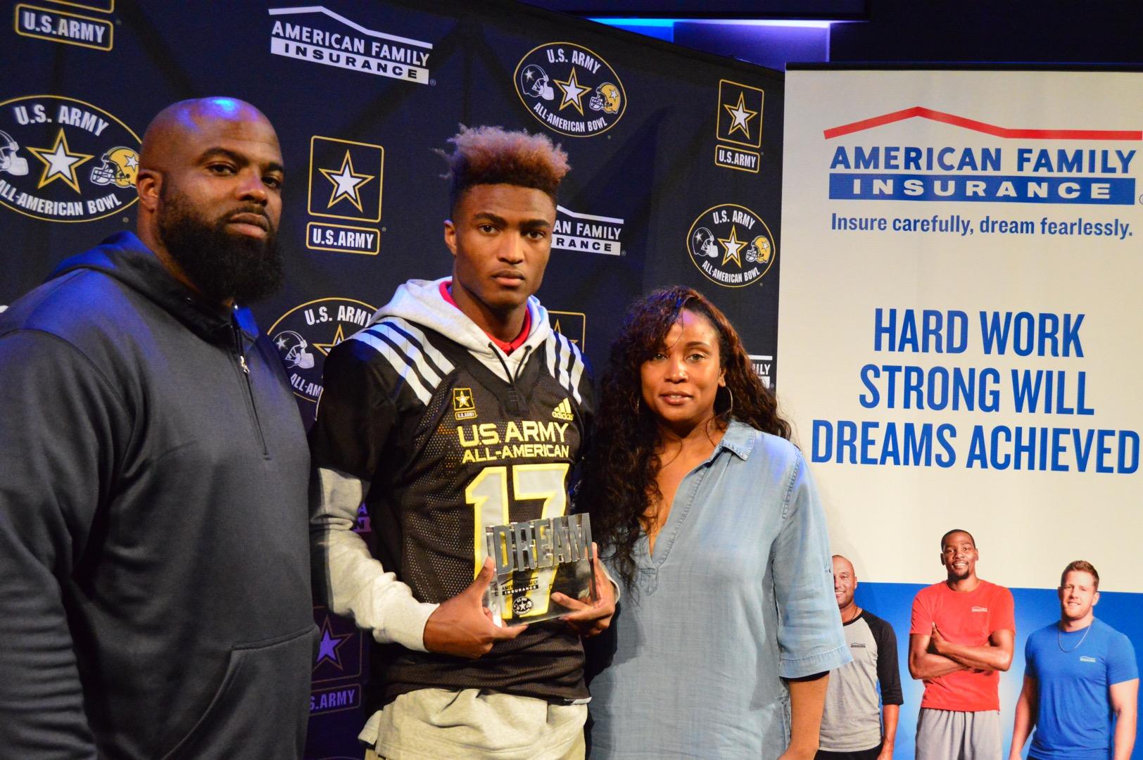 Shaun Wade presented his parents, Randy and Gwen Wade, with the Dream Champion Award. (Photo: AAG)