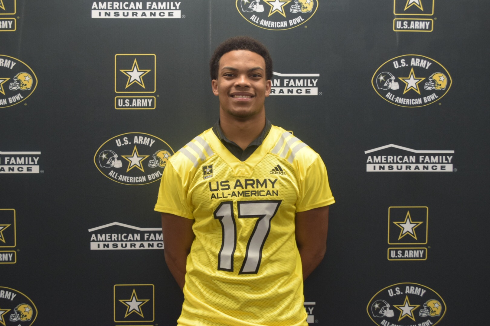 Earnest Brown receives his Army All-American Bowl honorary jersey (Photo: AAG)