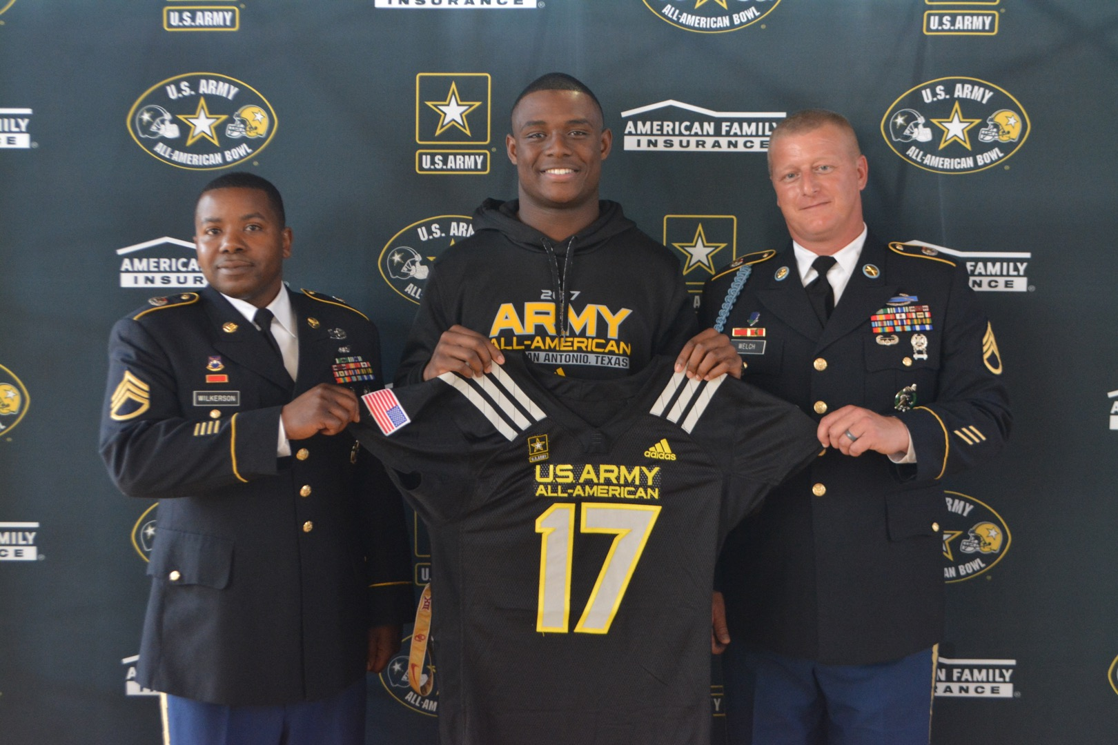 Jacob Phillips is presented with his Army All-American Bowl honorary jersey (Photo: Army All-American Bowl)