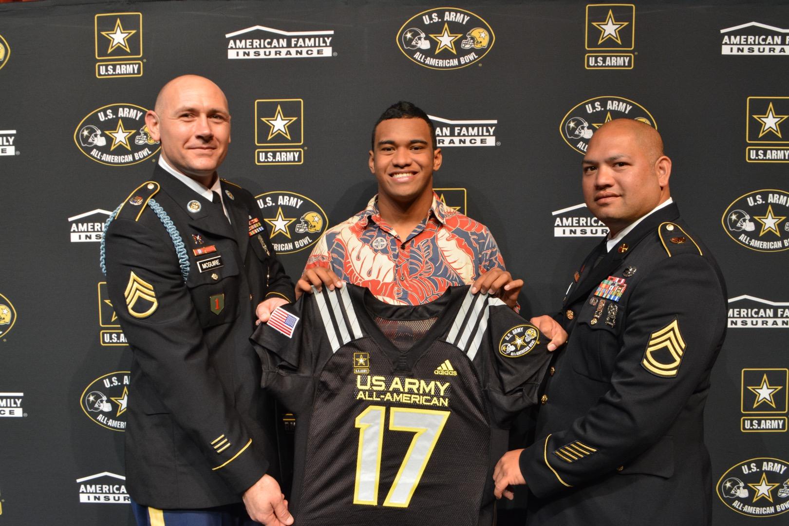 Tua Tagovailoa receives his honorary Army All-American Bowl jersey (Photo: Army All-American Bowl)