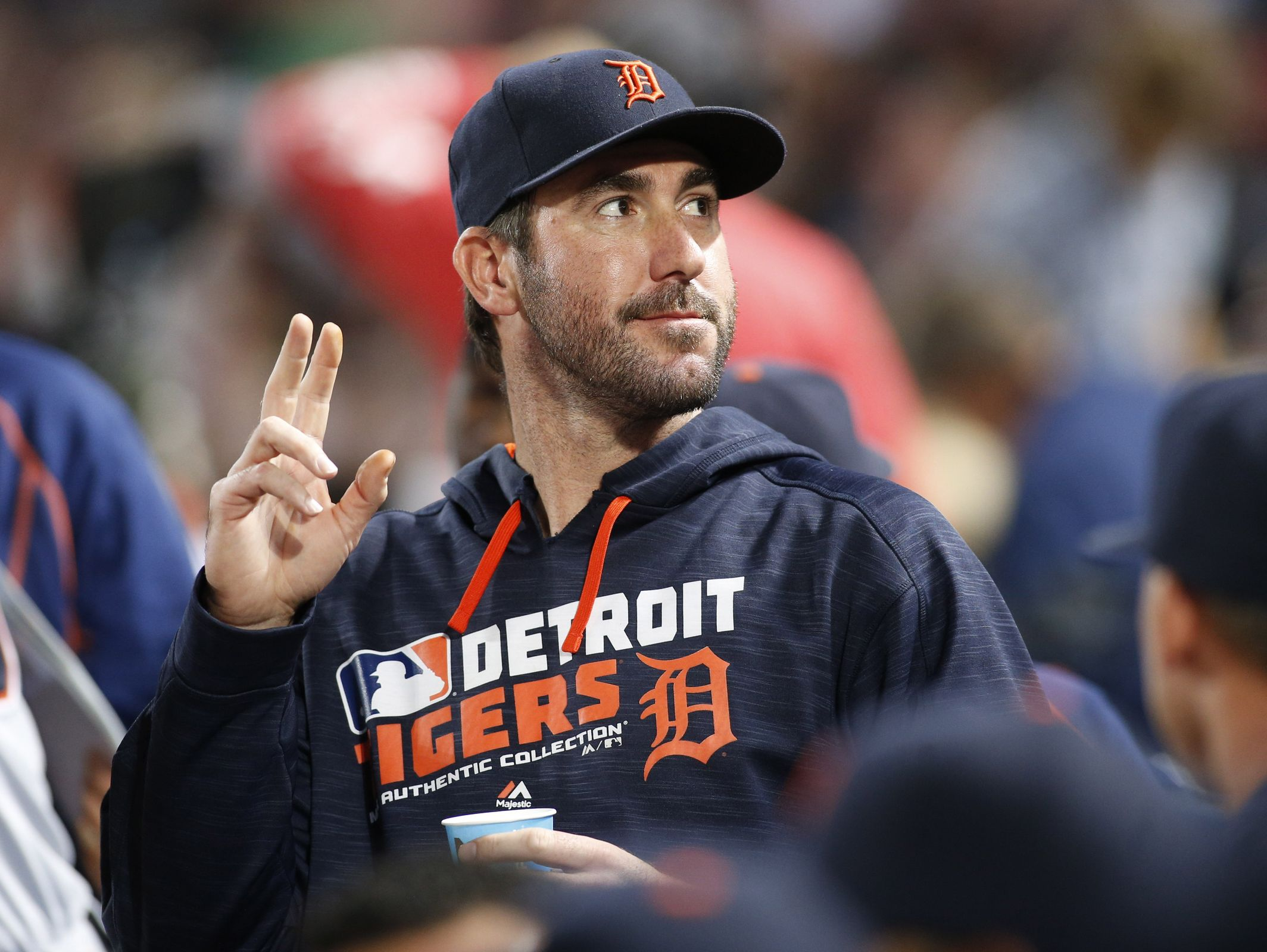 Detroit Tigers starting pitcher Justin Verlander acknowledges the crowd against the Atlanta Braves on Sept. 30, 2016, at Turner Field.