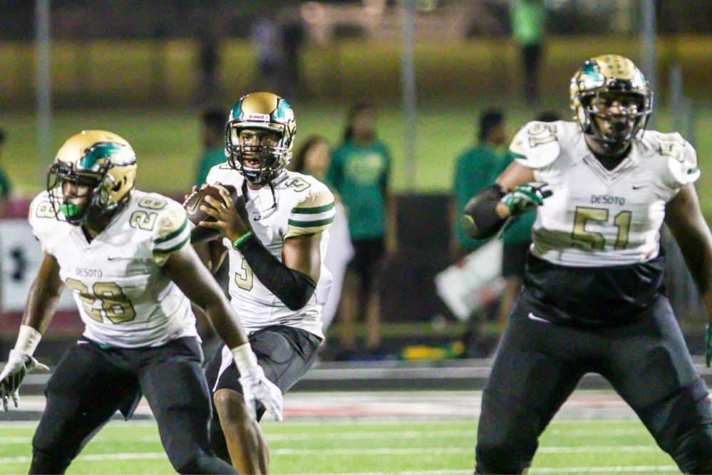 Shawn Robinson threw two touchdown passes to lead No. 3 DeSoto, Texas, to the 6A-II state title.