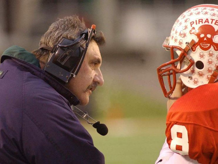 Belfry coach Philip Haywood talked with QB Paul Howard in the 2003 Class AA championship game.