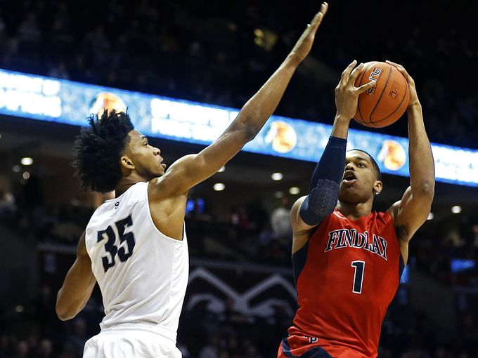 P.J. Washington attempts to get a shot off past Marvin Bagley III of Sierra Canyon (Photo: Guillermo Hernandez Martinez, News Leader)