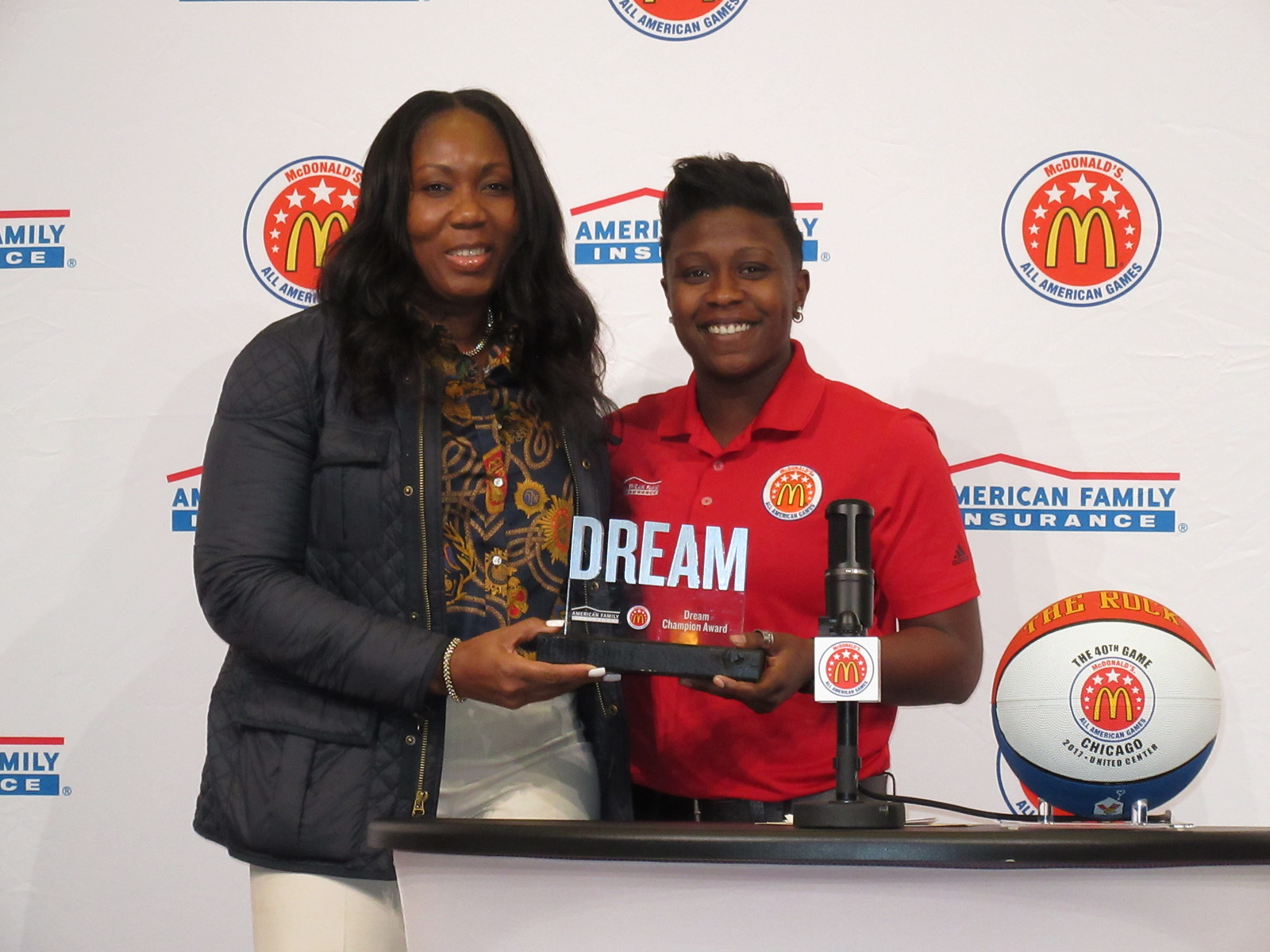 Mikayla Coombs presented her mom, Mitzie, with the Dream Champion Award. (Photo: McDAAG)