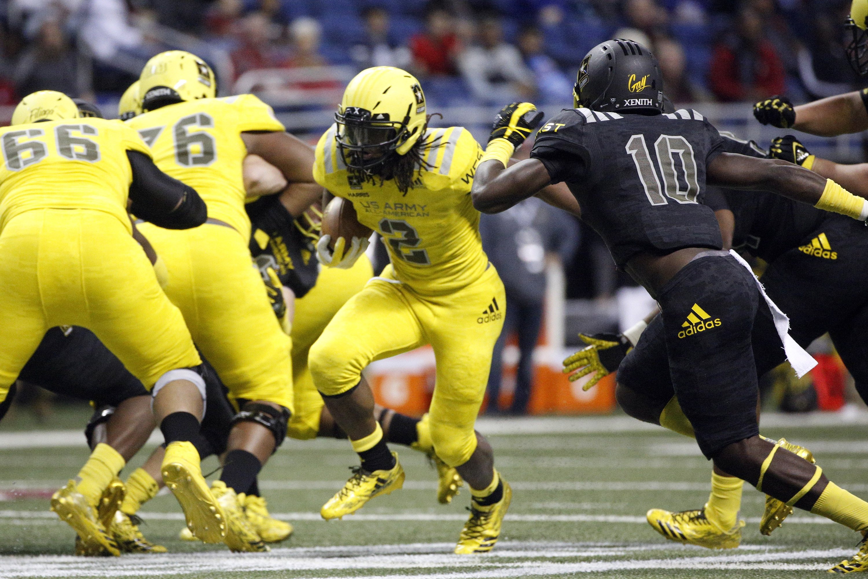 1/7/17 12:55:29 PM -- San Antonio, TX, U.S.A -- West running back Najee Harris (2) runs the ball during U.S. Army All-American Bowl high school football game at the Alamodome. -- Photo by USA TODAY Sports Images, Gannett ORG XMIT: US 135880 Army All-America 1/7/2017 [Via MerlinFTP Drop]