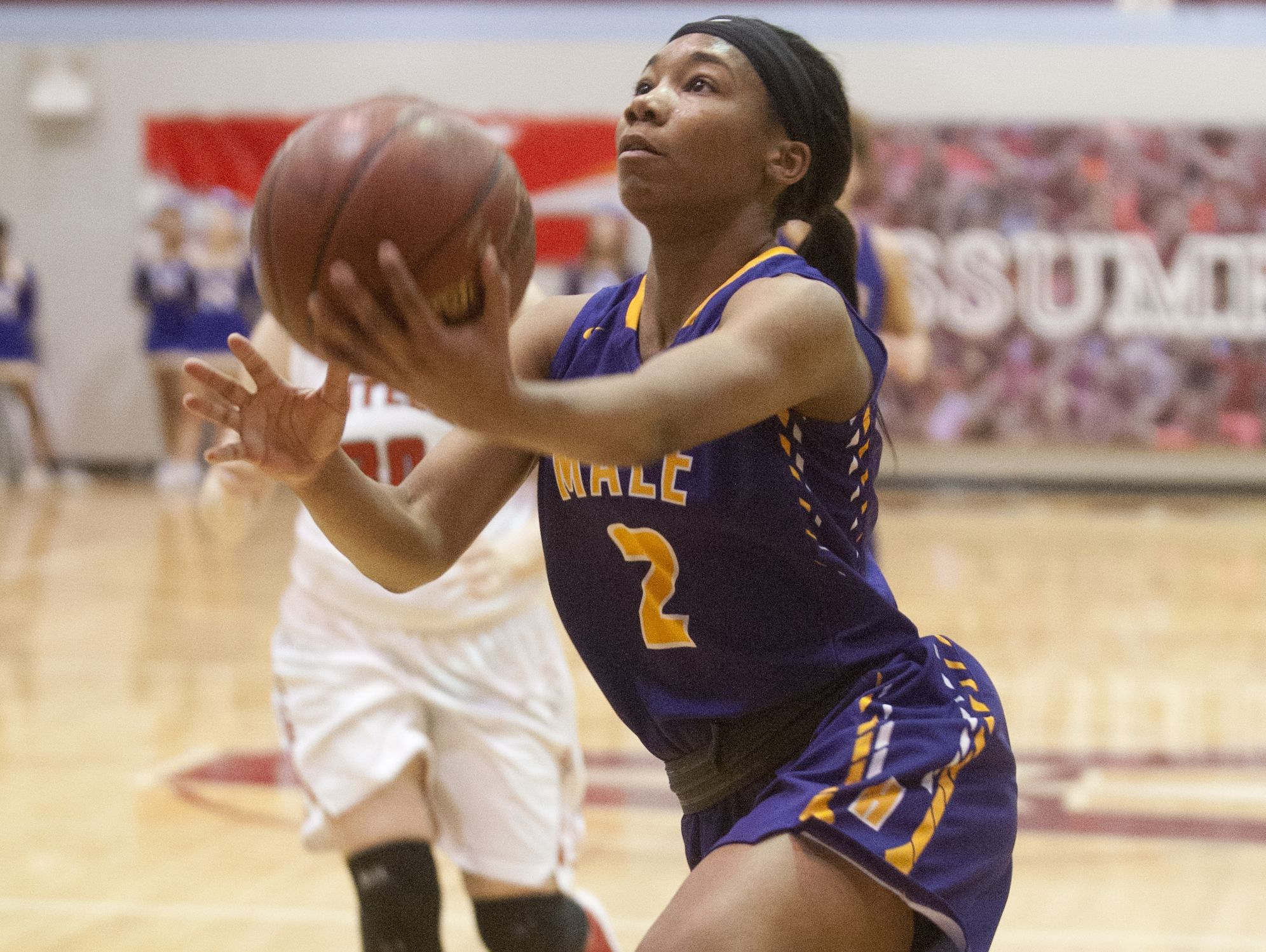 Male guard Ciaja Harbison drives to the basket in the Girls' LIT championship. 28 January 2017
