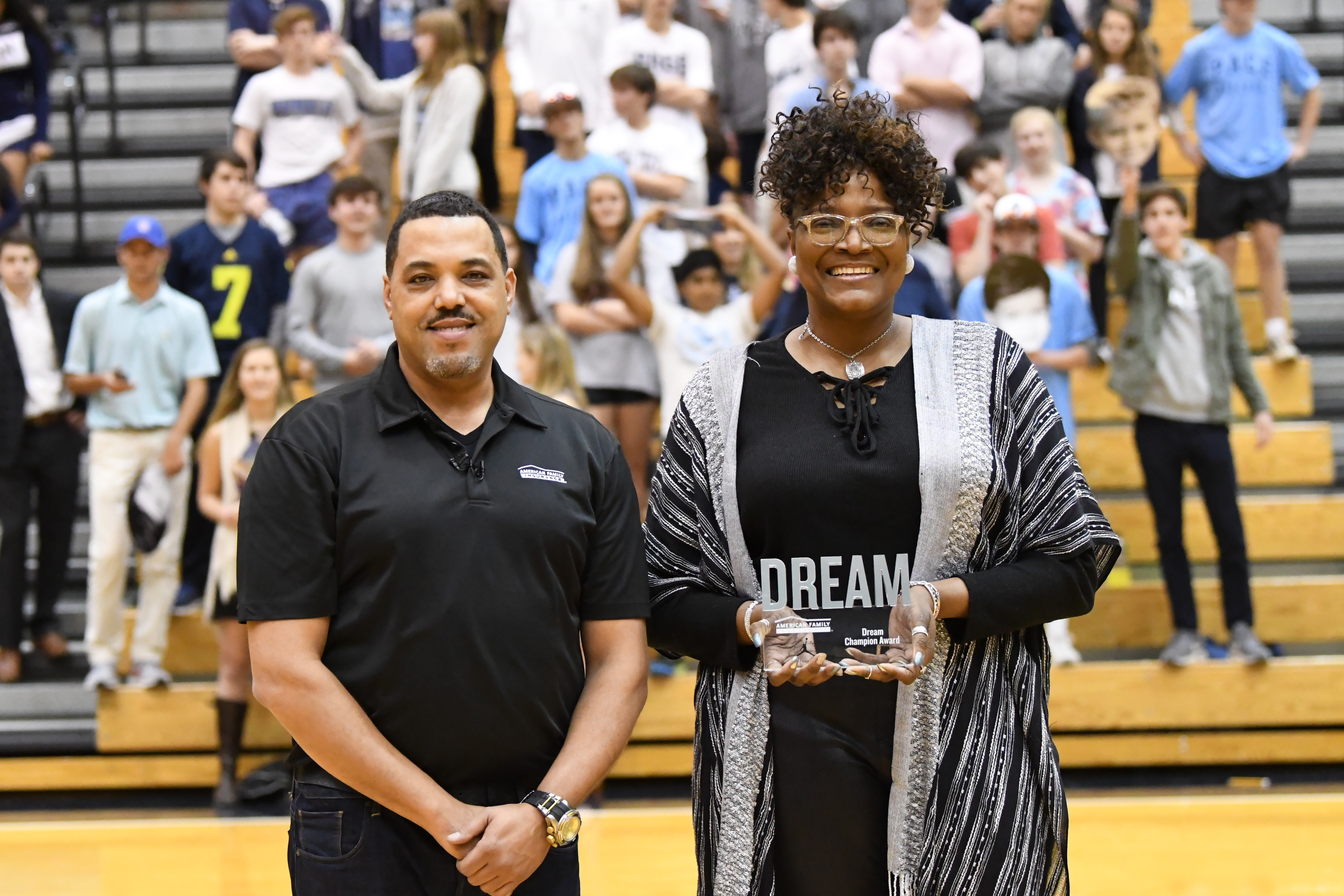 Wendell Carter Jr. presented his mom, Kylia, with the Dream Champion Award. (Photo: Position Sports)