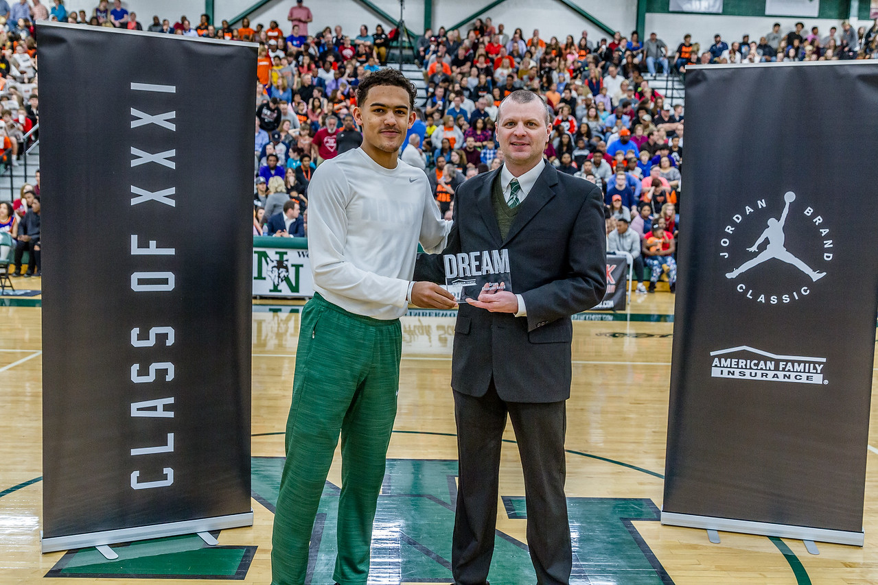 Trae Young presented his coach, Bryan Merritt, with the Dream Champion Award. (Photo: Amason Photography)